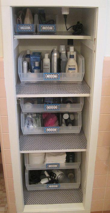 étiquettes dans la salle de bain