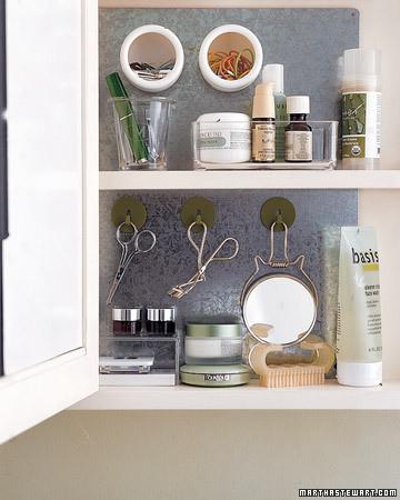 Organiser cabinet de salle de bain bee organis e for Cabinet de salle de bain