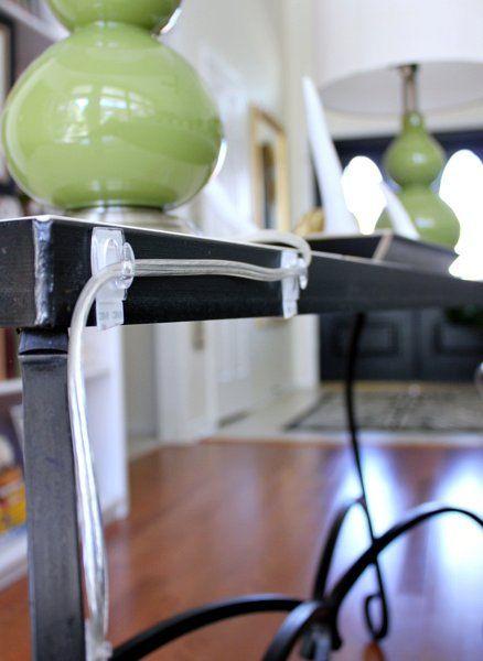 masquer fils electriques avec crochets adhésifs