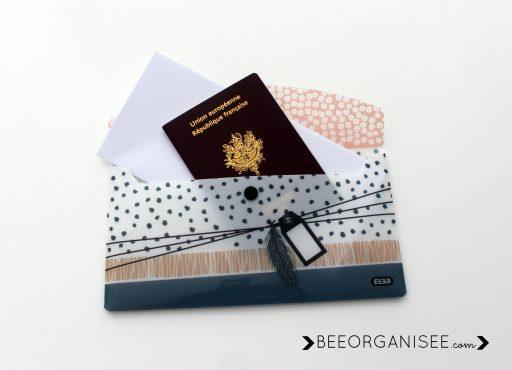 la pochette Elba de la collection Pois Plume est très pratique pour les vacances, pour rassembler tous les documents de voyage