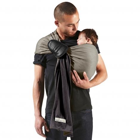 la petite écharpe sans noeud est idéale pour garder son bébé tout près de soi
