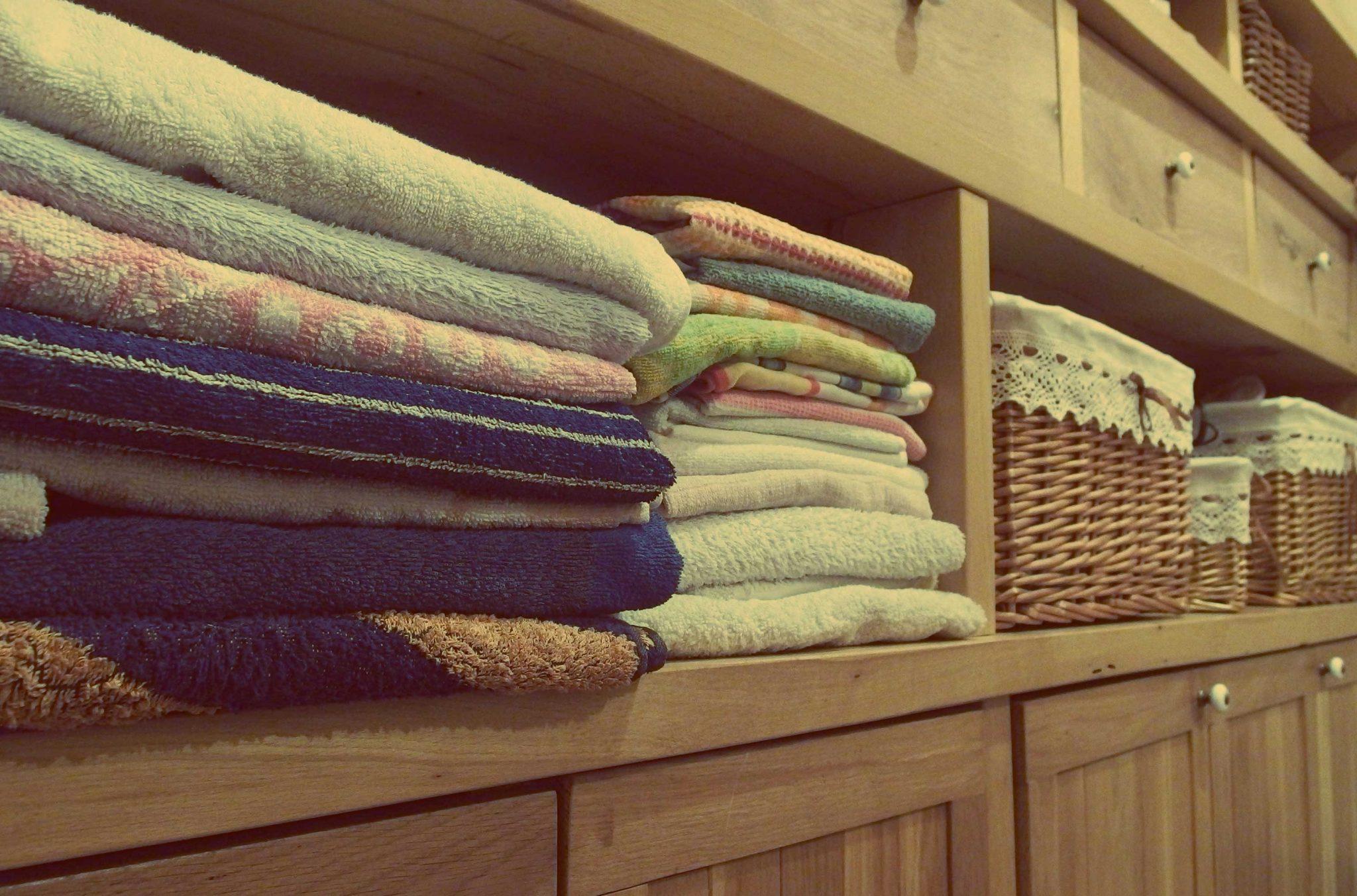 désencombrer rapidement par quoi commencer ? le linge de maison fait partie des 15 objets que je vous conseille dans mon article