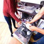 Parlons partage des tâches ménagères! Si vous et votre partenaire n'êtes pas satisfait de votre partage des tâches actuel, je vous invite à envisager ce que j'aime appeler la spécialisation.