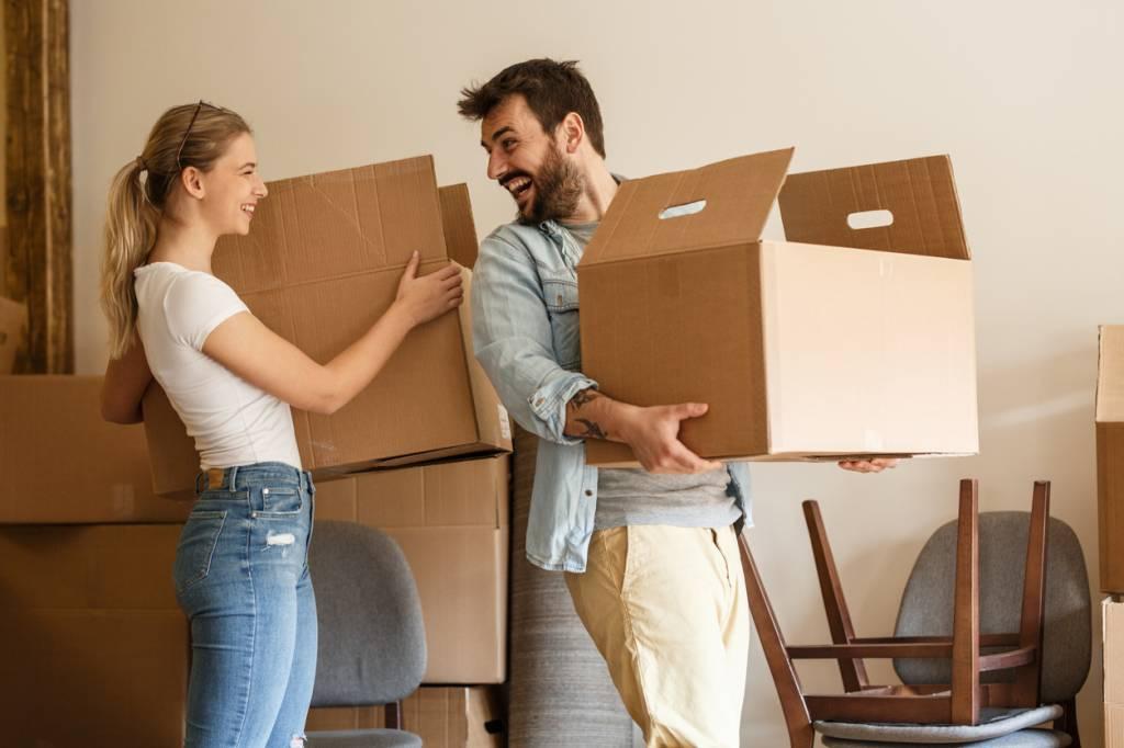 déménager, c'est bien plus que simplement emballer ses affaires et louer un camion de déménagement. Cela implique une organisation sans faille et surtout de bien suivre son budget déménagement. Les coûts peuvent s'additionner rapidement et avant de vous en rendre compte, vous aurez dépensé toutes vos économies. Je vous propose d'examiner les dépenses à considérer afin que vous puissiez estimer avec précision votre budget déménagement.